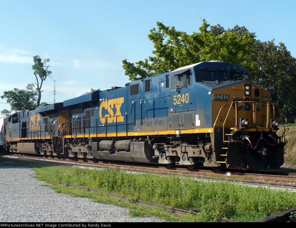 CSX 5240 & 5319