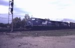 Conrail C40-8 #6066 approaching the diamond westbound at Ore Dock Tower