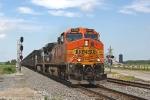 BNSF 4580 on NS 867
