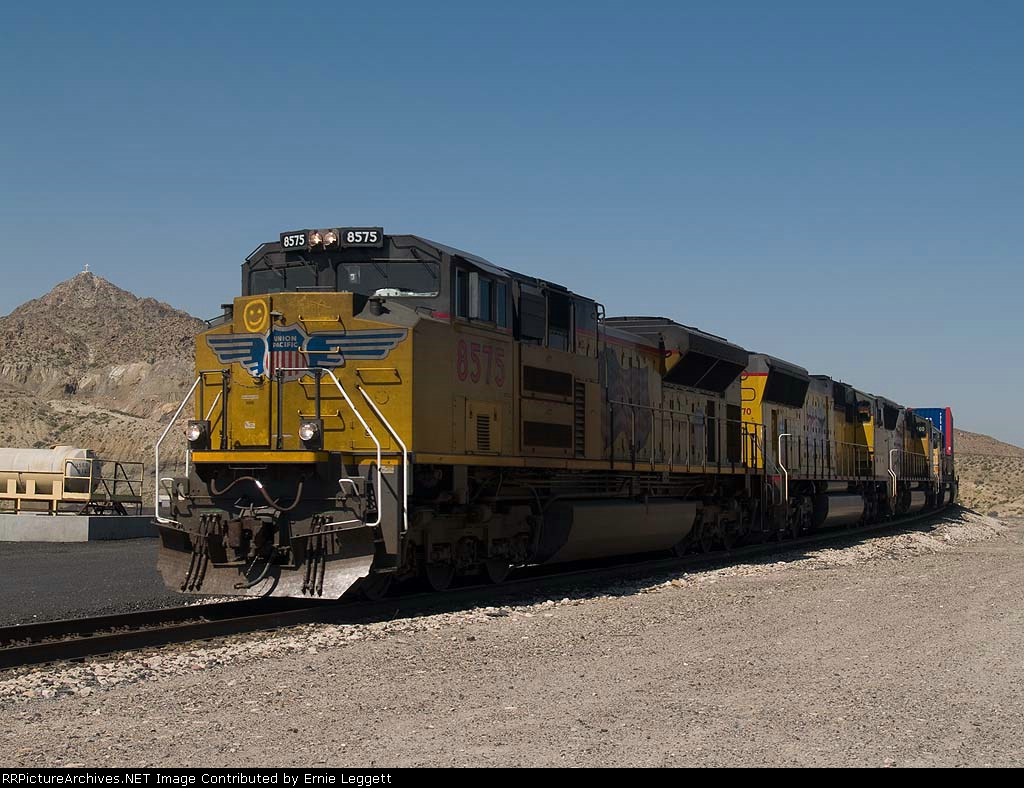 UP 8575 leads an EB doublestack KCIAT at 11:44am
