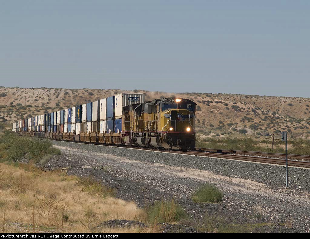 UP 3954 leads an EB ICIBP doublestack at 1:46pm