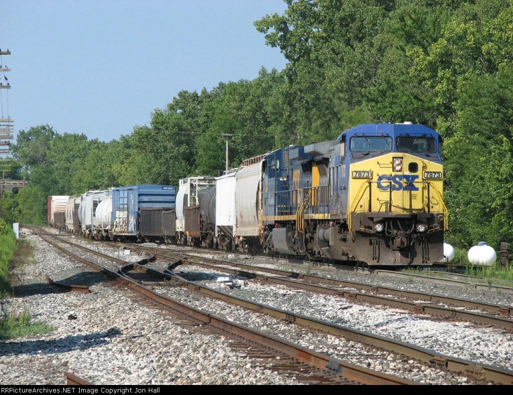 CSX 7873 & 494 bring Q326-17 into Wyoming Yard
