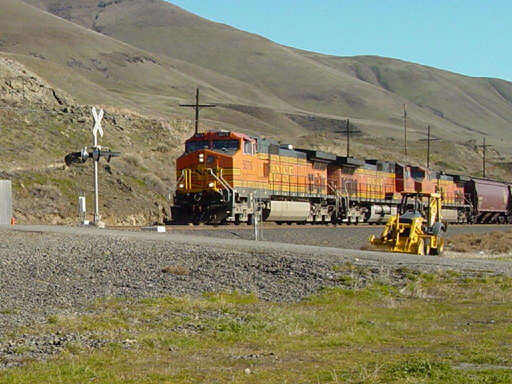BNSF 5076 BNSF 4680 BNSF 5483