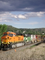 BNSF 7404 Leads M-PUEDEN