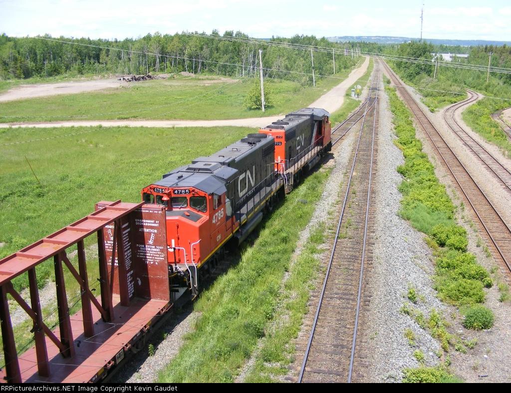 CN 535 departing Gordon yard
