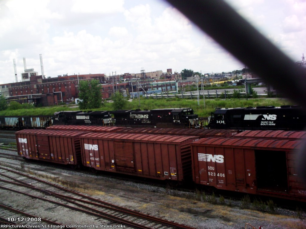 NS 3 freight car open hopper train