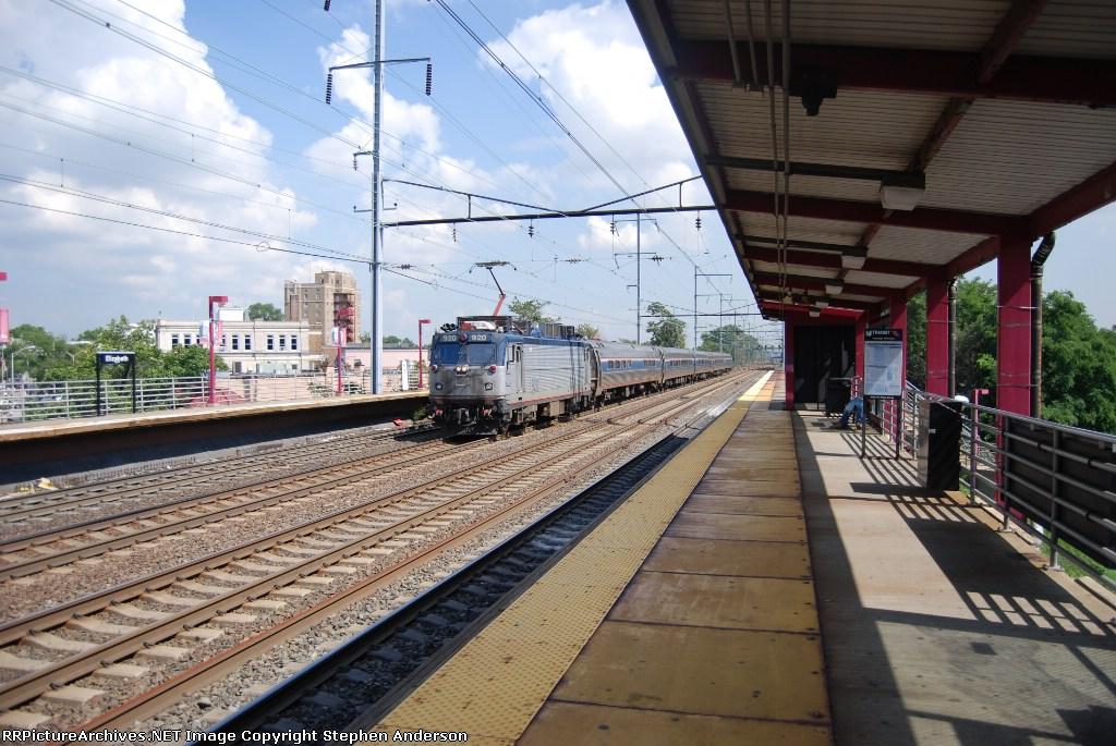 AMTK 920 Pulls Train 43 South