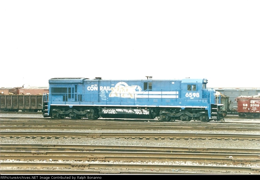 Locomotives aren't immune from graffiti; witness C30-7A 6598 at the Oak Island East End