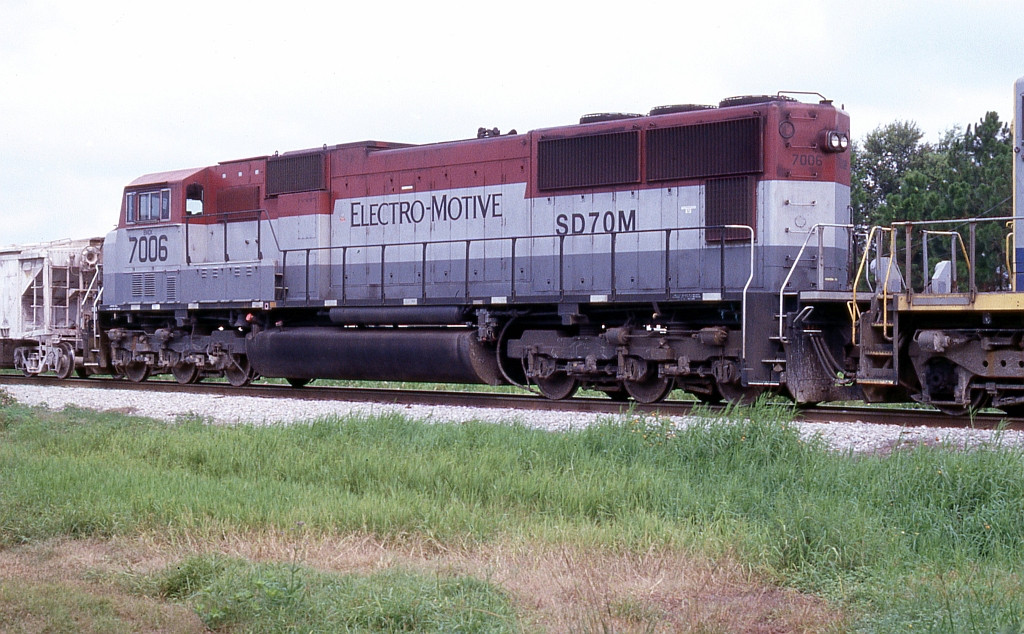 EMDX 7006 on dry rock train