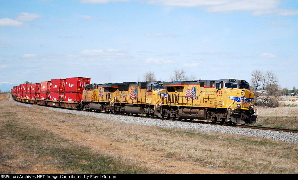 UP 7755 on eastbound UP intermodal