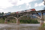 BNSF 8298 crosiing the Clark Fork River