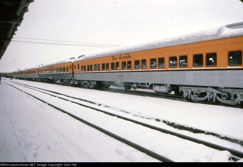 1272-08 Rio Grande Ski Train departs Union Station