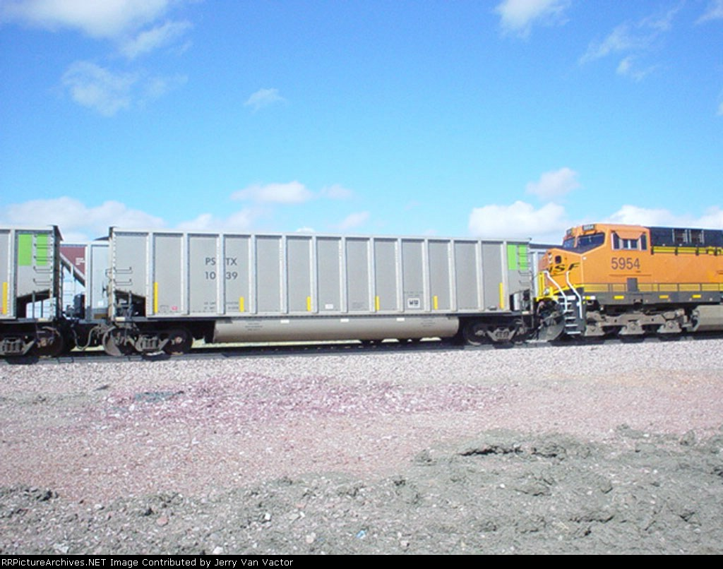 BNSF 5954 with coal empties for Power River Basin coal