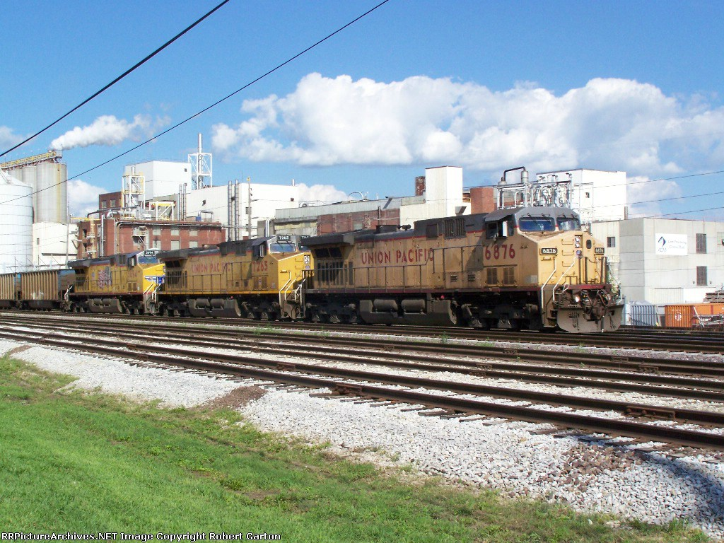 A Trio of GE's Lead Empties Back to Wyoming