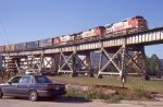 BNSF freight negociating the descent to East Bridge tower