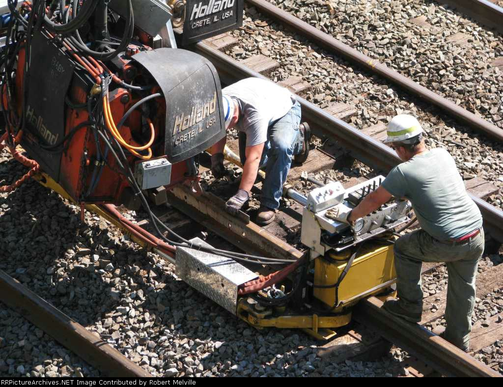 Final rail alignment adjustment prior to welding