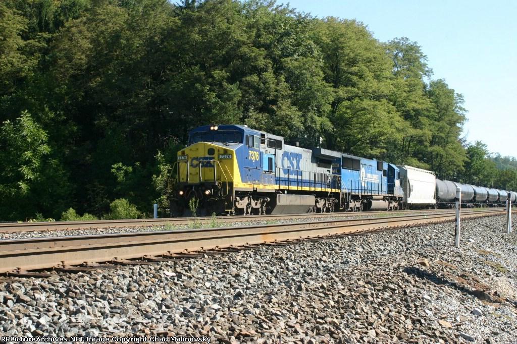CSX 7376 leads ethanol empties west