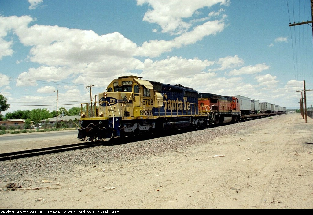 BNSF SD-40-2 #6708 leads the southbound Belen turn at Desert Rd.