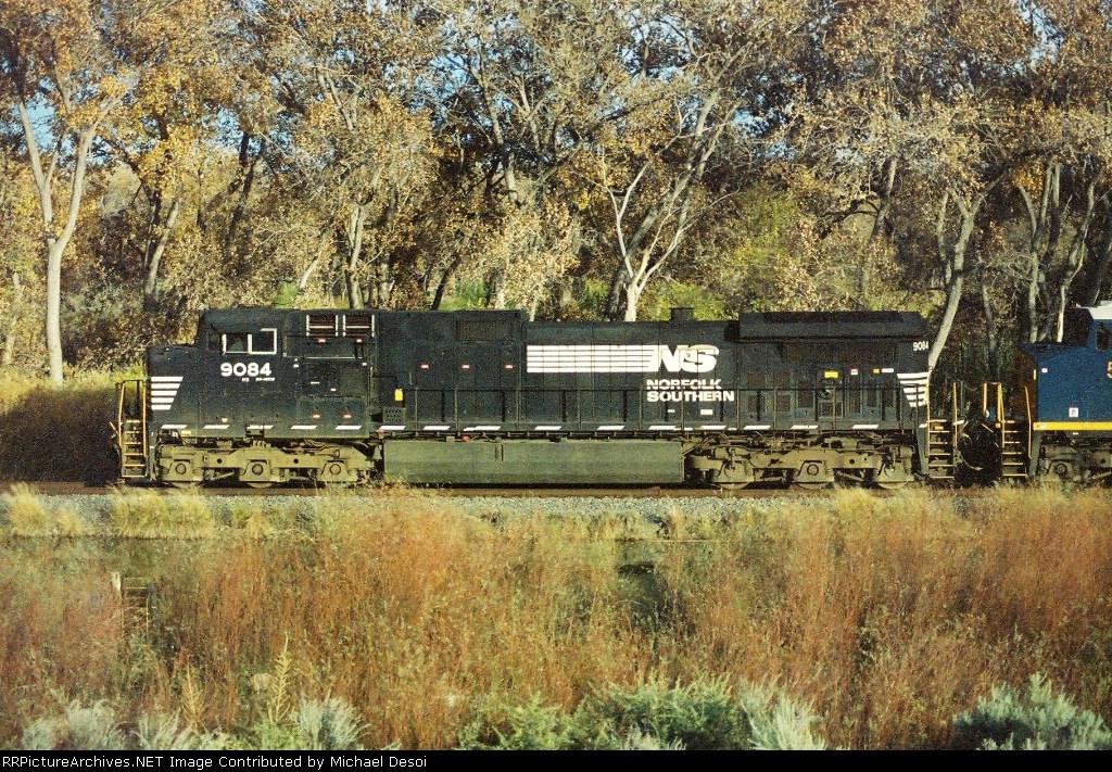 NS C40-9W #9084 heads north to Albuquerque