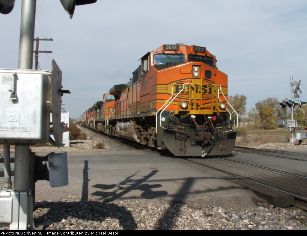 The BNSF 5017 brings some trailers east at Impala Rd.