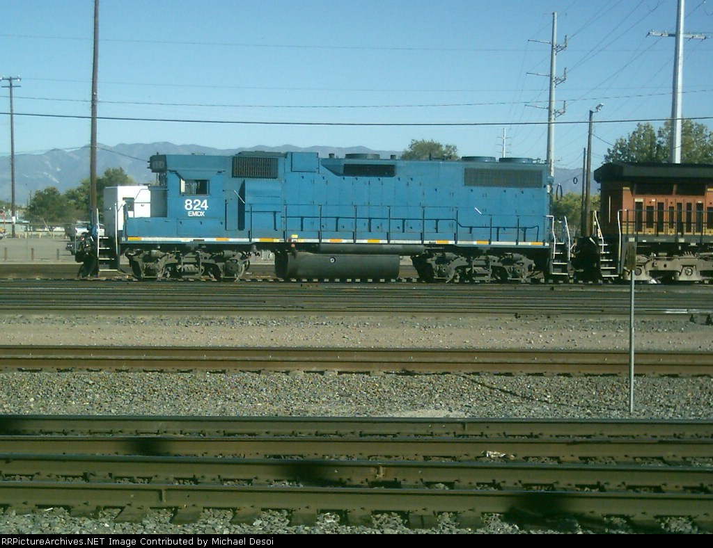 EMD Leaser 824 switching in the yard