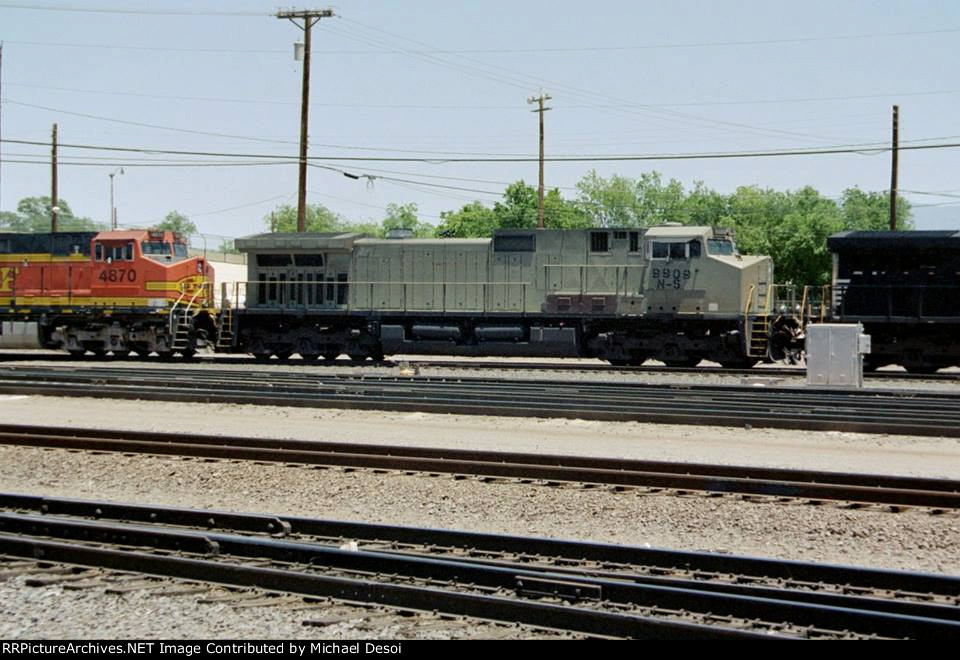 """""""Ahh, The Primer Years""""  NS C40-9W #9909 is the second unit on a BNSF eastbound, entering the yard in Belen, NM. 2005"""
