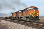 BNSF 4390 accelerates east out of Rio Puerco with a trailer train