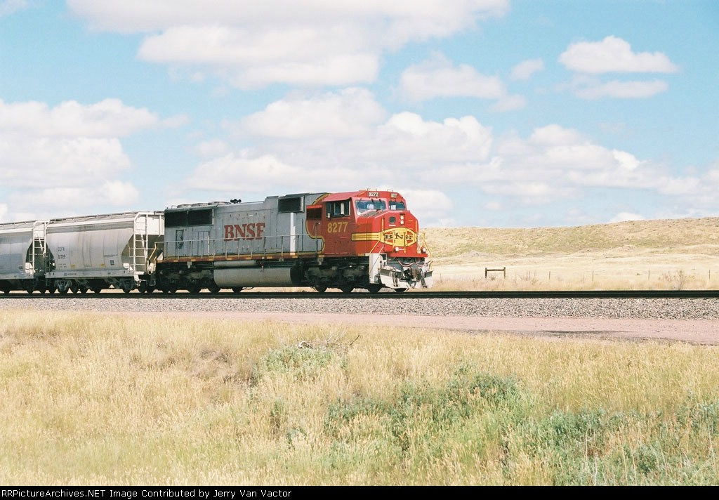 BNSF 8277 wb with covered hoppers