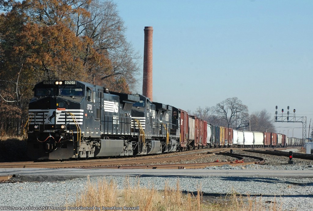 NS 9701 leads NS-135 @ The Wye