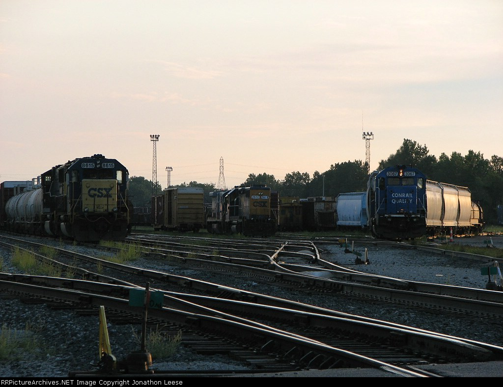 Q334 sits while Z739 begins to pull out