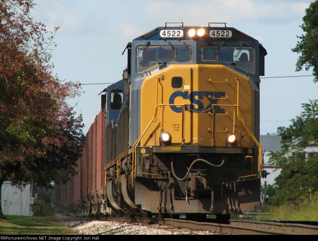 CSX 4522 rolls down Track 2 leading W080-05