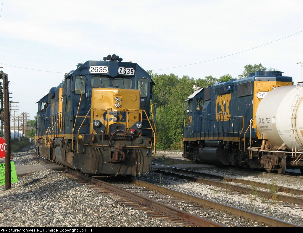 D006-19 starts westward as Y103 goes about its switching