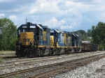 CSX 2576 leads Y103 back into the yard after switching on the north side