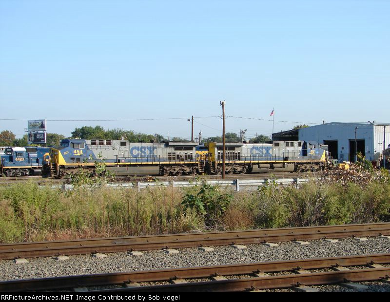 CSX 454 and 401