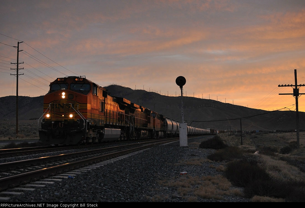 BNSF 4037 splits the searchlights at daybreak.