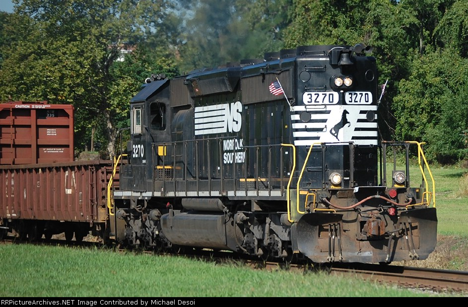 NS 3270 Flies the American Flag Eastbound
