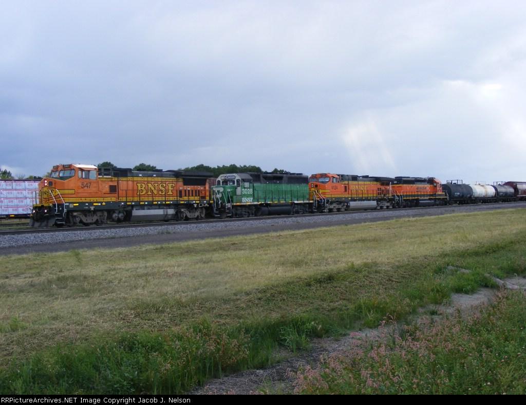 BNSF 547, BNSF 3028, BNSF 4124 and BNSF 6895.