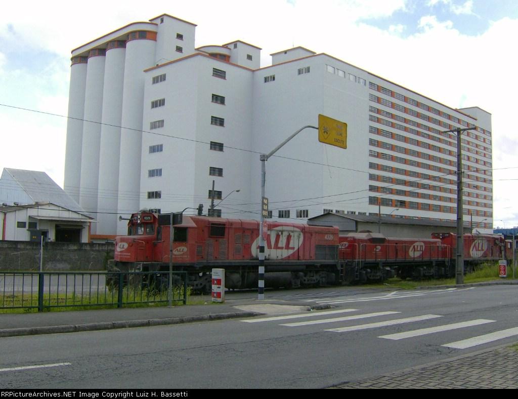 G22U 4329/EXIT CURITIBA STATION