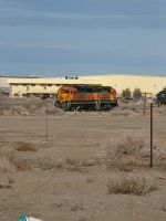 BNSF 2515 switching a local warehouse