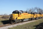 UP 1421 leads three other UP Geeps on WSOR G-33, Avalon unit grain