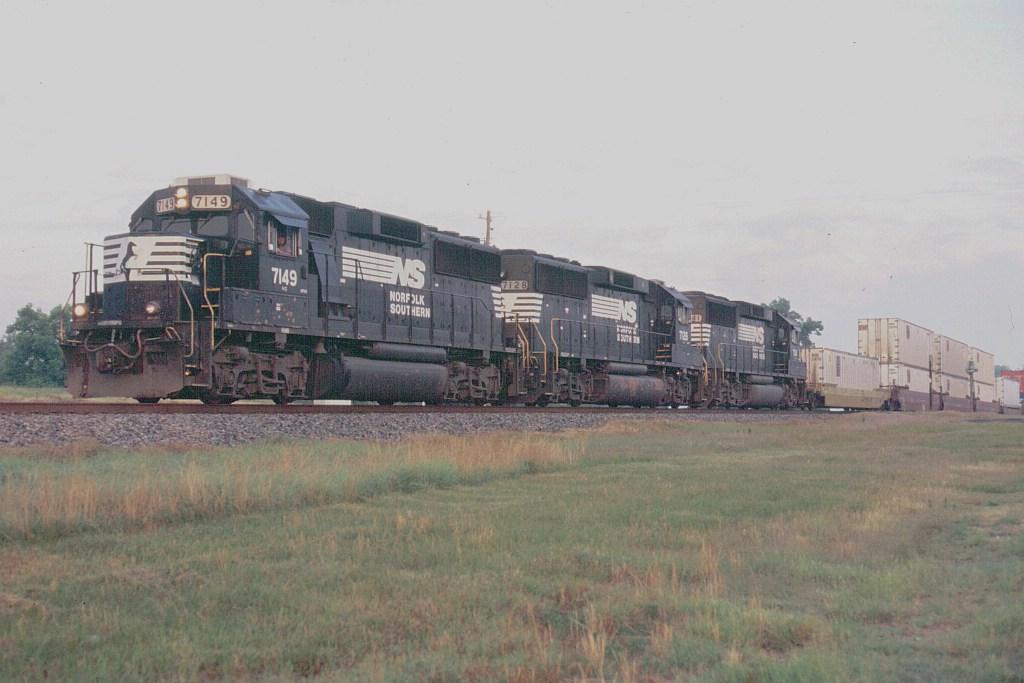 Triple GP60 takes SB intermodal to Jacksonville