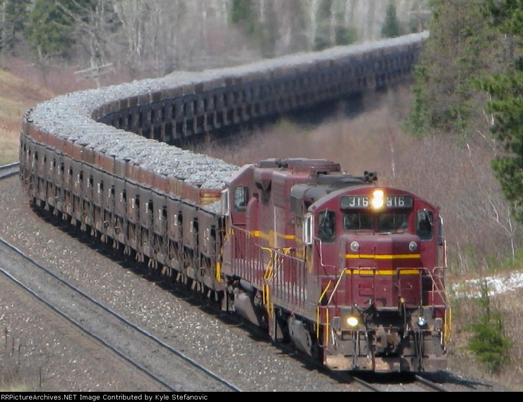 Loaded Missabe rock train