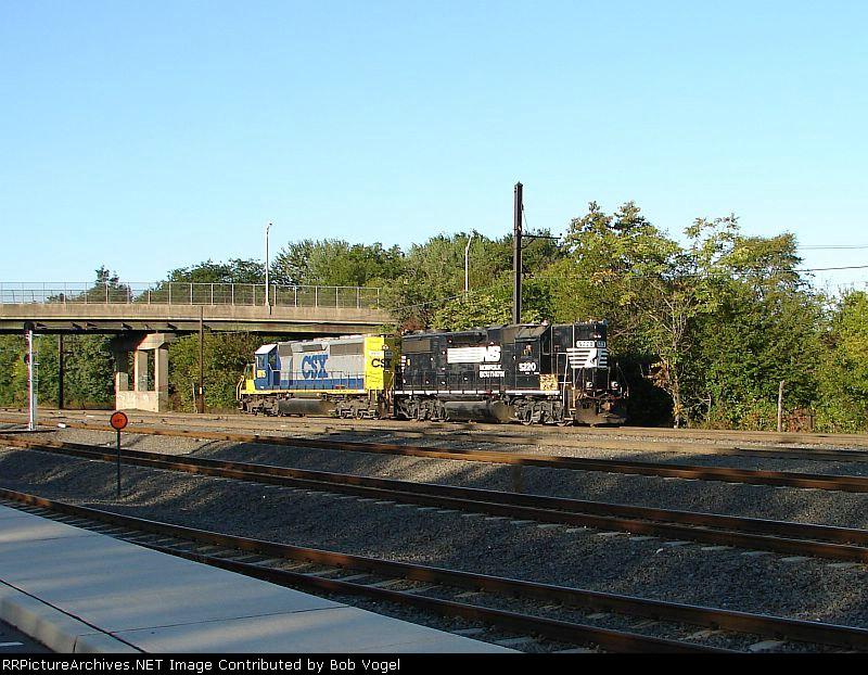 NS 5220 and CSX 8815