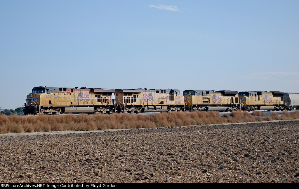 Lead units of west bound UP freight