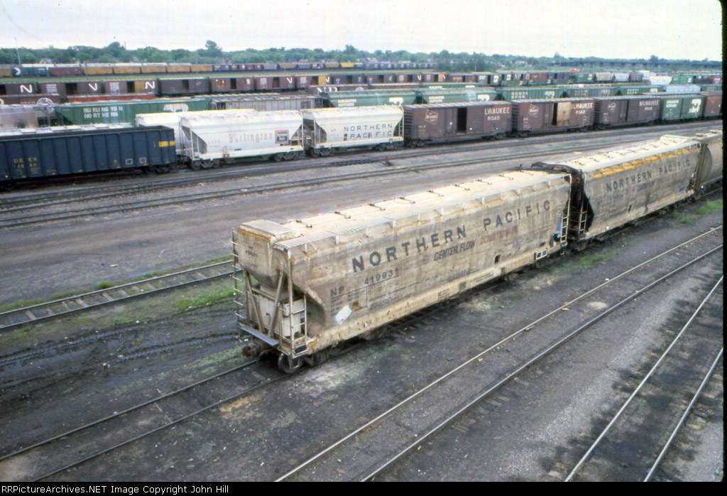 """1185-01 NP 419931 & 419934 Insulated & refrigerated """"Conditionaire"""" cars at BN Belknap St. Yard"""