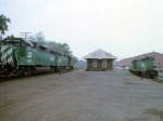 1183-35 Northbound BN taconite ore empties pass depot