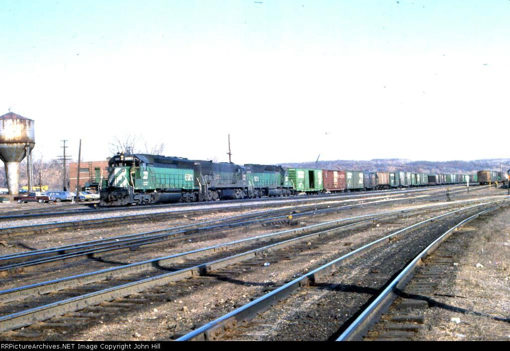1148-03 Westbound BN freight at Daytons Bluff Yard