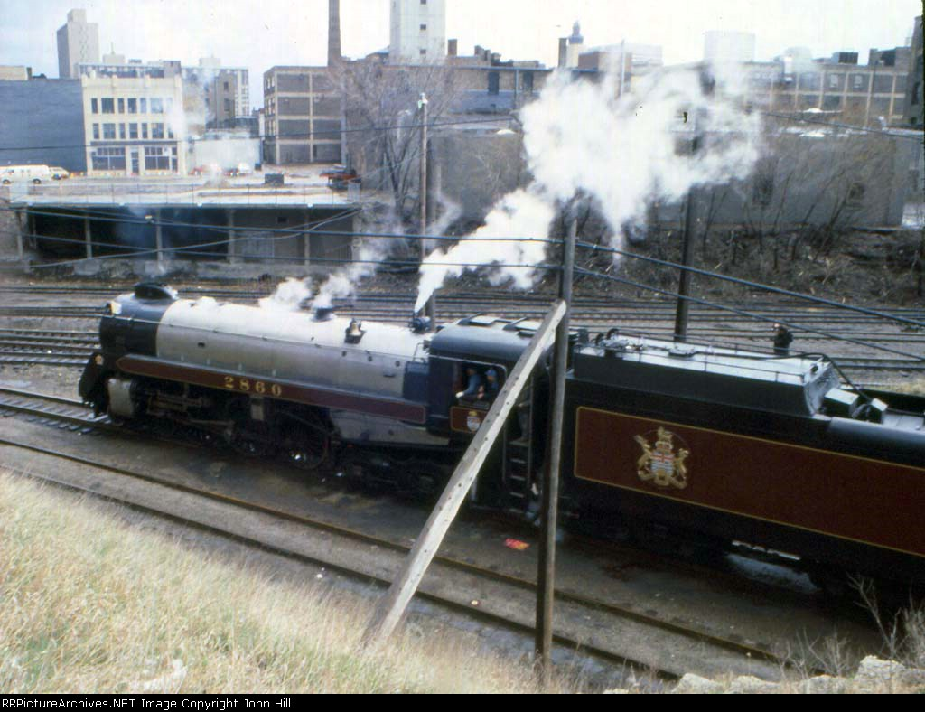 1155-15 Royal Hudson CP 2860 passing through BN 1st St. Jct. (Hole In The Wall)