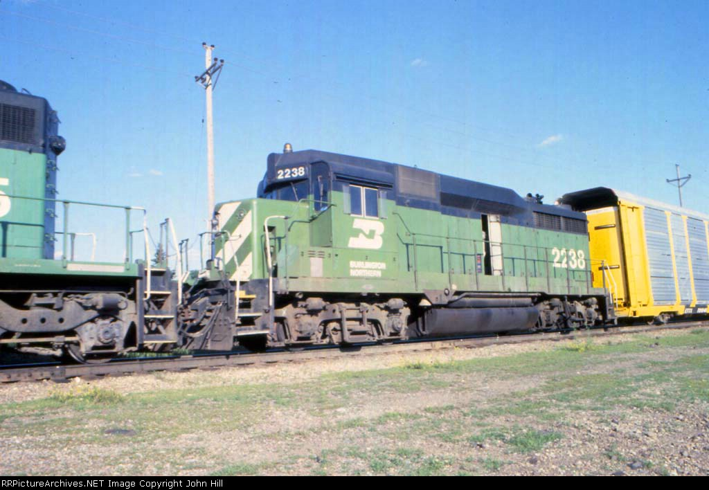 1181-07 Westbound BN freight passes Newport Tower
