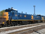 CSX 1303 & 1302 shine in the sun